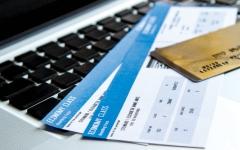 الصورة: خاصية لتثبيت سعر تذكرة الطيران ودفعها لاحقاً