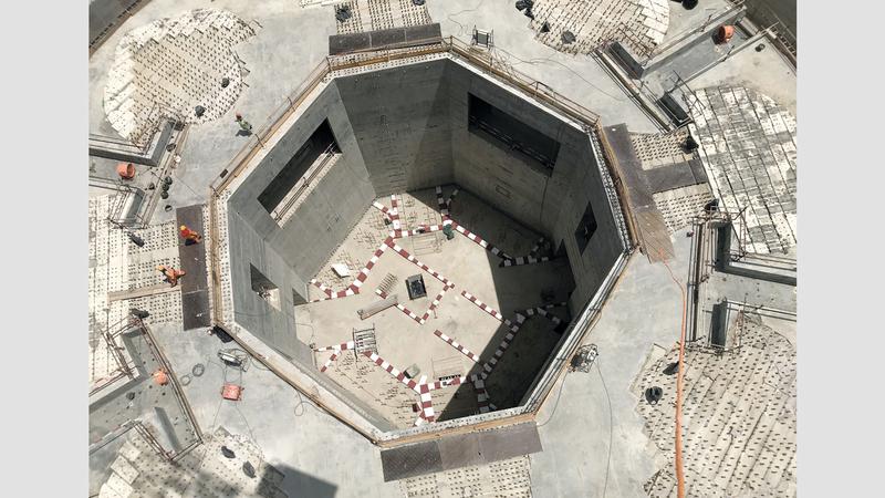 فولاذ دعامات برج خور دبي ضعف وزن برج إيفل اقتصاد محلي