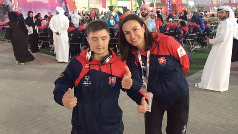 فيليب قرانيو مع مدربته إيفا كازوفا. الإمارات اليوم