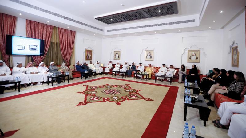 المحاضرة نظمت في مجلس محمد خلف بأبوظبي. من المصدر