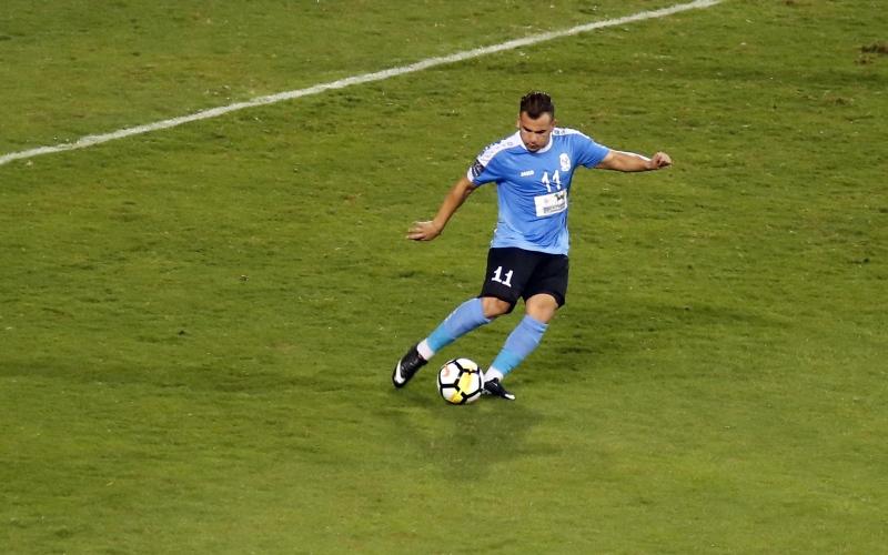 الصورة: بالفيديو: إيقاف لاعب أردني 6 سنوات بعد خلع سرواله أمام الجمهور