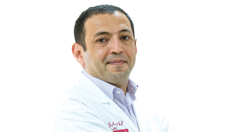 د. إياس عواضة : استشاري الأمراض الجلدية.