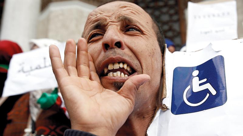 [جانب من تظاهرة لذوي الإعاقة بالجزائر في أول وقفة احتجاجية خاصة بهم. رويترز]     جانب من تظاهرة لذوي الإعاقة بالجزائر في أول وقفة احتجاجية خاصة بهم. رويترز