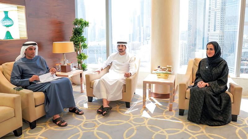 حمدان بن محمد وجّه الجهات الحكومية إلى مواصلة العمل على تحسين النتائج المرتبطة بمحاور مؤشر الريادة.  وام