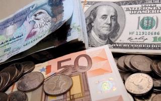 الصورة: الدولار يتجه إلى أكبر هبوط أسبوعي في 3 أشهر