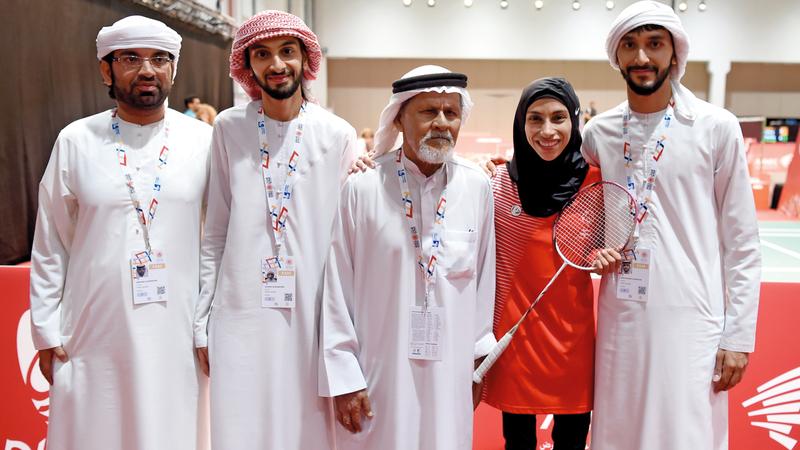 زليخة المنصوري تحظى بدعم والدها وأشقائها خلال المنافسات. تصوير: أسامة أبوغانم