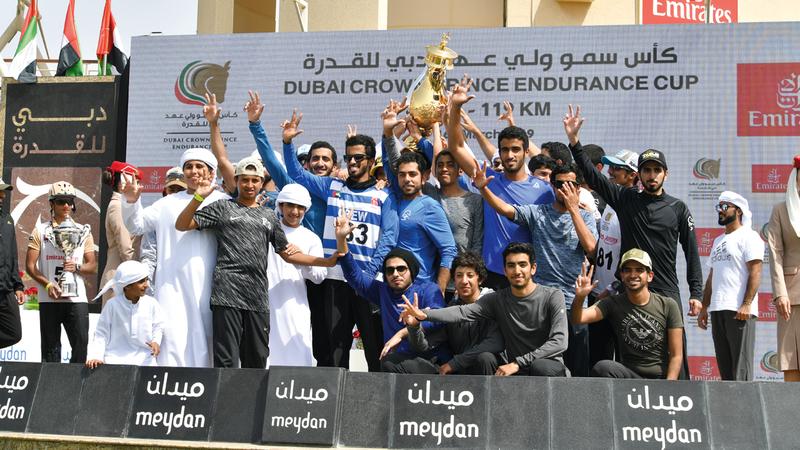 من تتويج الفائزين في الكأس أمس. تصوير: مصطفى قاسمي