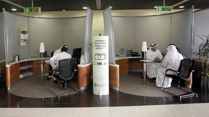 مصرفيون أكدوا أن المبادرة جاءت ضمن «عام التسامح» بهدف تخفيف عبء القروض على المواطنين. تصوير: باتريك كاستيلو