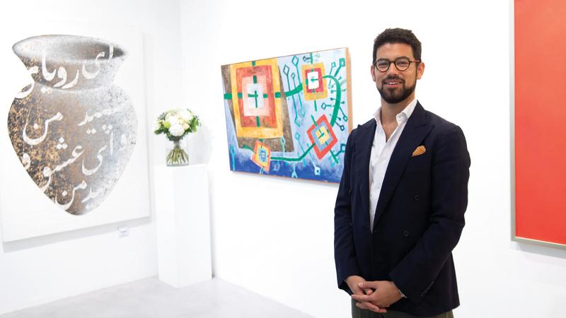 باغستاني: الحصول على لوحات الفن الحديث الجزء الأصعب في المزاد. تصوير: أحمد عرديتي