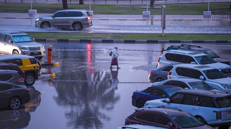شرطة رأس الخيمة تلقت 1145 بلاغاً نتيجة سقوط الأمطار الغزيرة. من المصدر