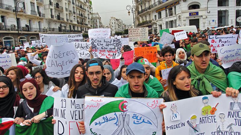 تظاهرة في الجزائر العاصمة ضد بقاء الرئيس بوتفليقة. أ.ف.ب