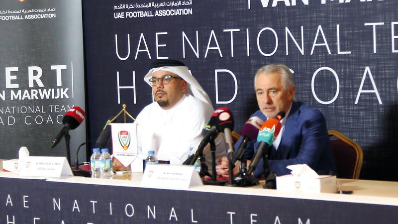 عبدالله الجنيبي خلال المؤتمر الصحافي لتقديم المدرب الهولندي فان مارفيك.  تصوير: نجيب محمد