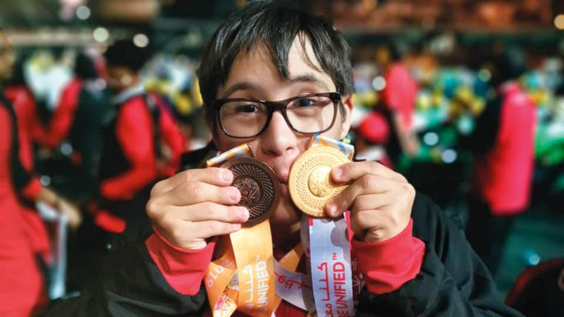 البطل عمر الشامي يحتفل بإنجازه الأولمبي.  من المصدر