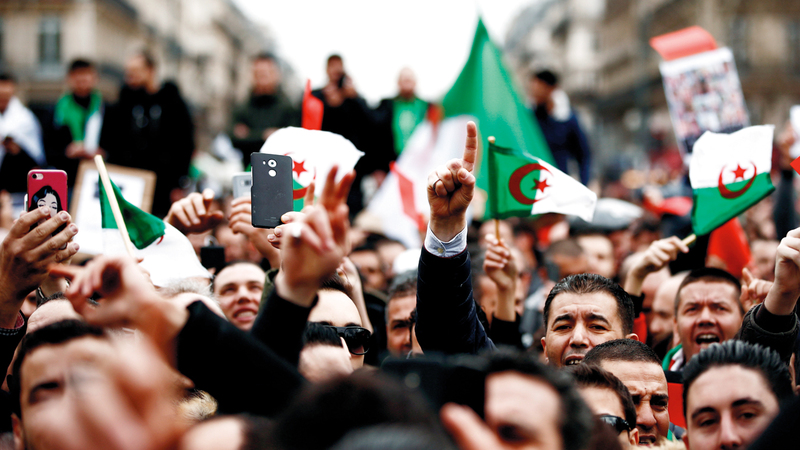 المتظاهرون حققوا مكتسباً بإعلان بوتفليقة عدم ترشيح نفسه للمرة الخامسة.  رويترز