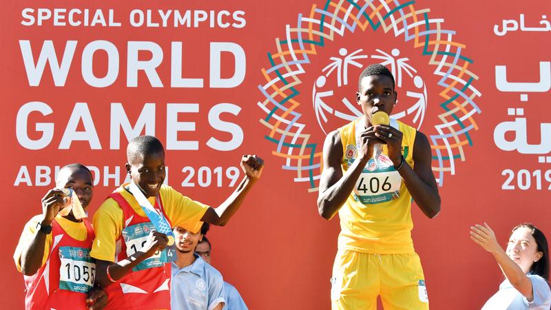 أوقات سعيدة عاشها 7500 رياضي من مختلف دول العالم خلال دورة أبوظبي للأولمبياد الخاص. تصوير: أسامة أبوغانم