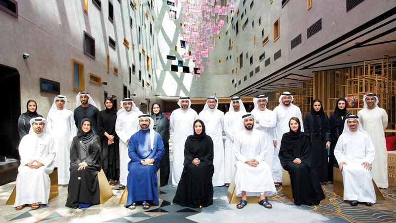 المري وأعضاء لجنة دبي للاتصال الخارجي خلال الورشة. من المصدر