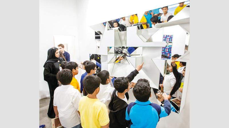 الجولات صممت خصيصاً لتمكين الصغار من اكتشاف القطع الرئيسة بطريقة مشوقة. من المصدر