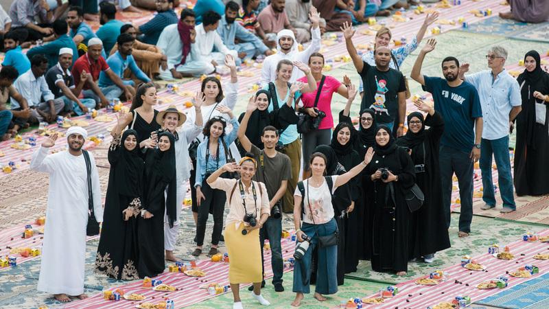 مشروع علا اللوز يسعى لإيجاد وتكريس حيز إنساني مشترك يتجاوز التباينات ويتحدى الحواجز.  الإمارات اليوم