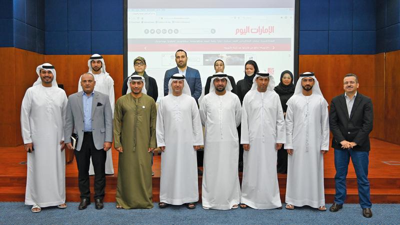 على هامش ندوة عقدتها «الإمارات اليوم» حول تقنية الجيل الخامس بحضور مسؤولي «اتصالات». تصوير: يوسف الهرمودي