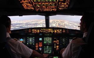 الصورة: «نداءان» على الطائرة لا يرغب أحد في سماعهما