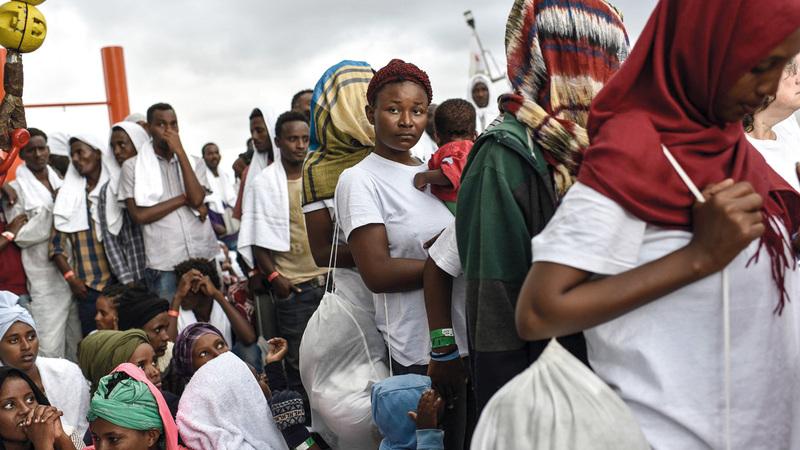 نيجيريون في مدينة لاغوس: الضغوط الاقتصادية تدفع بالشباب إلى المخاطرة في ركوب البحر.  من المصدر