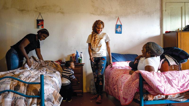 نساء نيجيريا ضمن من أغواهم المتاجرون في البشر للسفر إلى إيطاليا.  من المصدر