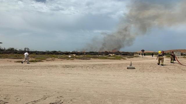 Abu Dhabi Civil Defense extinguishes a fire on Lulu Island