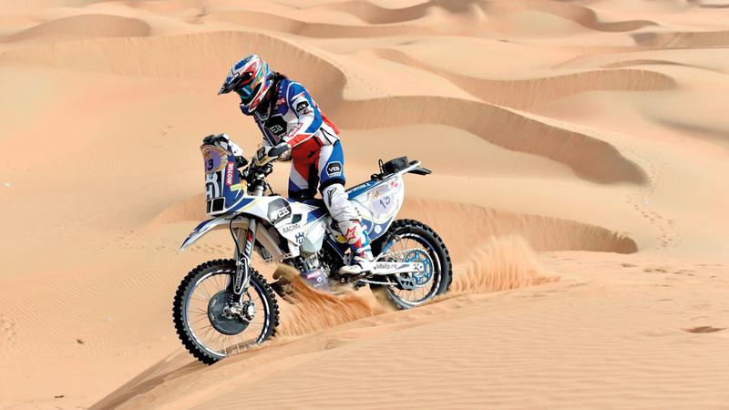 أناستازيا ستواجه تحدياً كبيراً في الكثبان الرملية بصحراء أبوظبي.  من المصدر