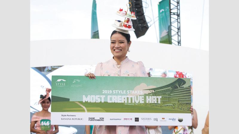 الفائزة بلقب أفضل قبعة مبتكرة التايلاندية كيكت غرينبيركا.