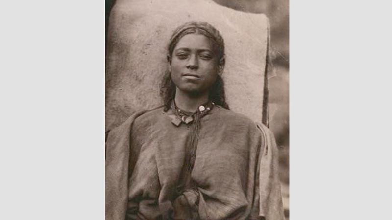 صورة شخصية لشابة من إثيوبيا، سبتمبر 1885 – نوفمبر 1888. جول بوريلي (1852 – 1941).