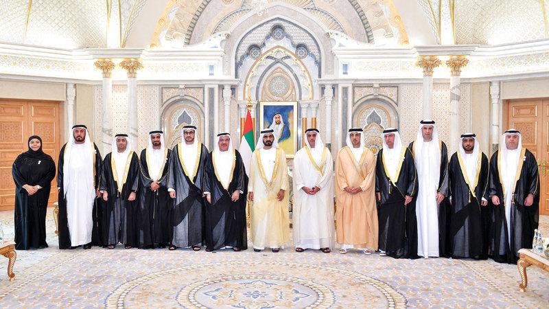 محمد بن راشد يتوسط السفراء الجدد بحضور سيف بن زايد ومنصور بن زايد.  وام