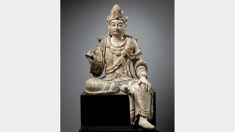 القطع الفنية تعود إلى لحظات تاريخية مختلفة وتُنسب إلى مجموعة متنوعة من الثقافات المتباينة. من المصدر