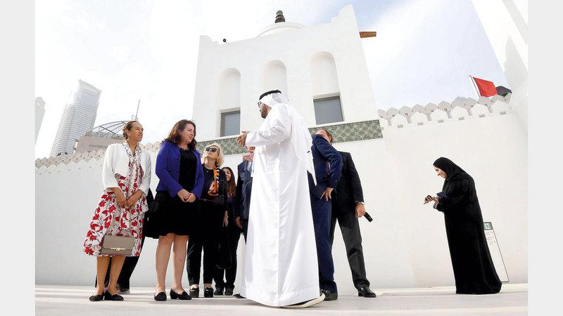 الجولة نظمتها دائرة الثقافة والسياحة بالتعاون مع وزارة الخارجية والتعاون الدولي. تصوير: إريك أرازاس