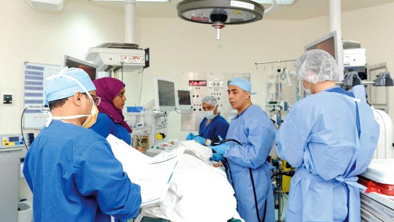 عملية زراعة بكتيريا في القولون تعد الأولى في الإمارات والمنطقة. من المصدر
