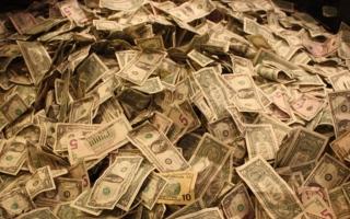 الصورة: قضية «غسل الأموال» تُقيل رئيس مجلس إدارة «سويد بنك» السويدي