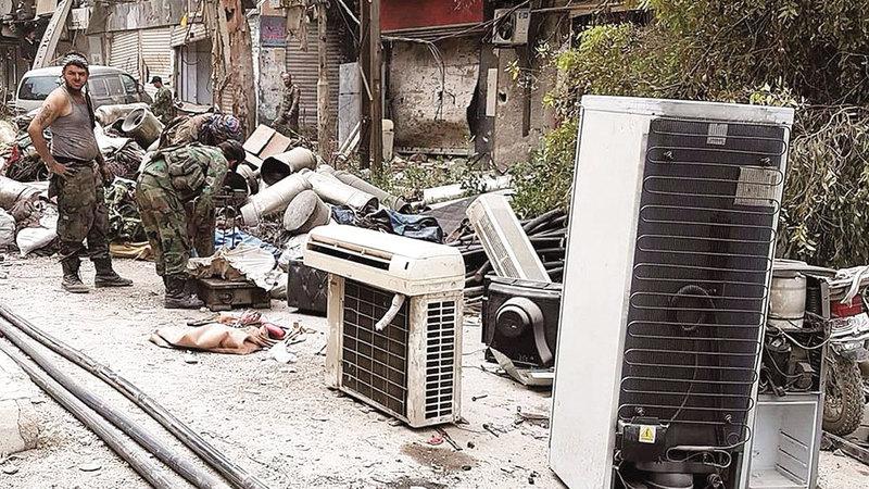 «التعفيش» أي سرقة الأثاث التي ظهرت خلال سنوات الحرب السورية الـ 8. أرشيفية