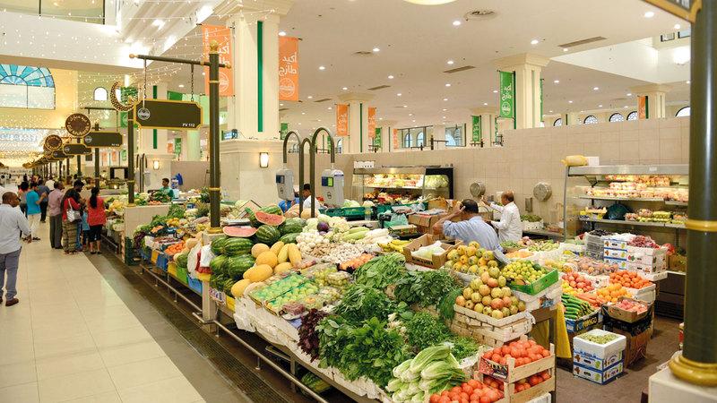 212 محلاً لبيع الخضراوات والفواكه في سوق الجبيل. الإمارات اليوم