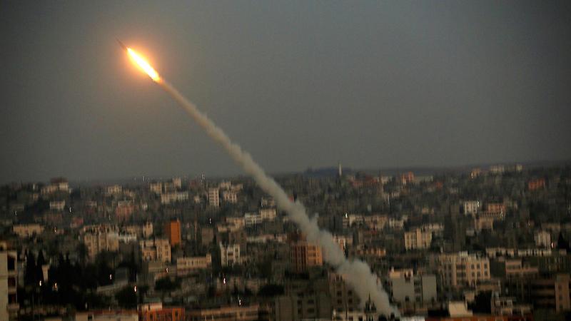 «حماس» تطلق صاروخاً في اتجاه إسرائيل. أرشيفية