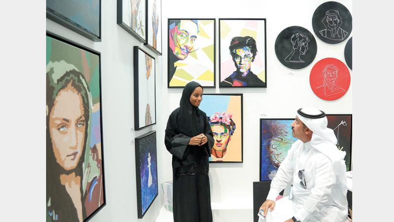 «سجايا» شاركت بـ31 لوحة فنية أبدعتها 13 فتاة تنوعت بين الانطباعي والواقعي وفن البورتريه. من المصدر