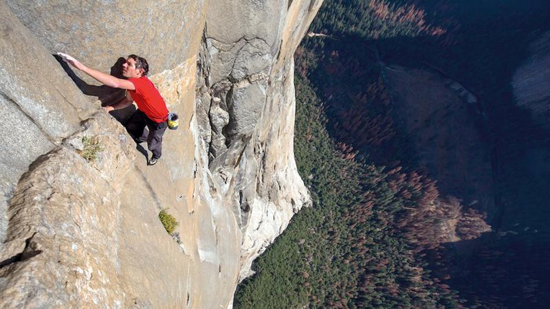 أليكس تسلق القمة دون استخدام أي حبال أو معدات أمان. من المصدر