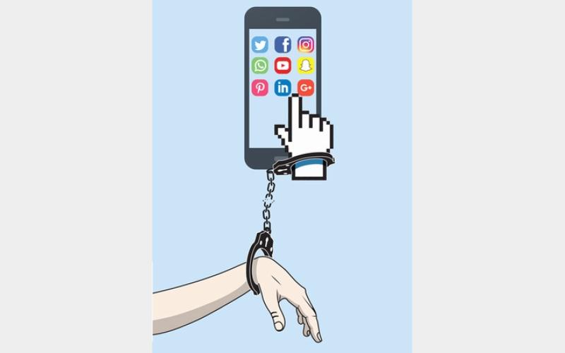 الصورة: غرافيك.. إدمان «مواقع التواصل» حالة مرضية تستدعي الانتباه
