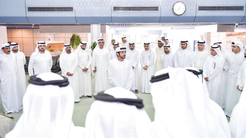 حمدان بن محمد خلال لقائه في ند الشبا قيادات الصف الثاني في عدد من الجهات الحكومية بدبي. وام
