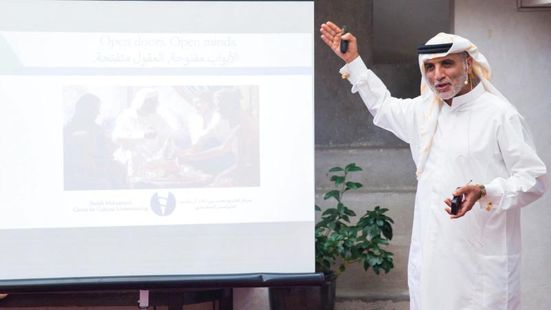 السركال استعرض مبادرات المركز لتعريف المقيمين بتاريخ وتقاليد دولة الإمارات. من المصدر