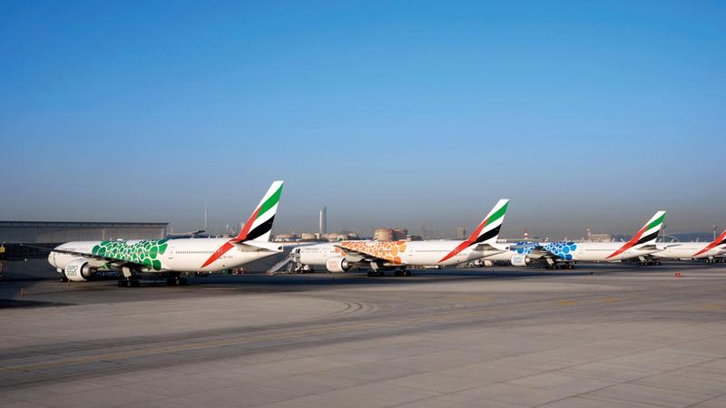 أنهت «طيران الإمارات» تثبيت ملصق «إكسبو 2020 دبي» على 40 طائرة مع خروج طائرة (A380) أمس من المركز الهندسي. من المصدر