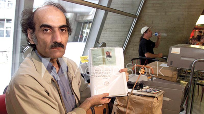 ناصري في المطار. من المصدر