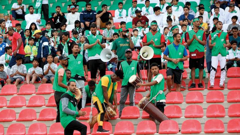 جمهور الأخضر عاد بقوة للمدرجات هذا الموسم خلف خورفكان.  الإمارات اليوم