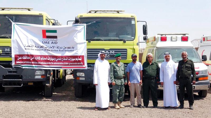 الإمارات قدمت للدفاع المدني بعدن ثلاث سيارات إطفاء وسيارتي إسعاف. وام