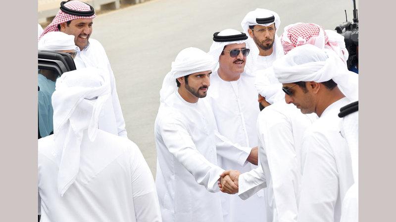 حمدان بن محمد خلال حضوره المنافسات. تصوير: أسامة أبوغانم