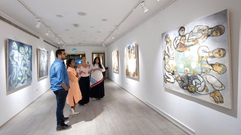 أعمال بلان تحكي قصصاً متعددة تزخر بالحياة والطاقة.  تصوير: أحمد عرديتي