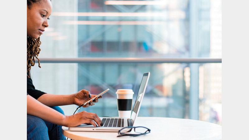 «الجمعية» أكدت أن أسعار خدمة الإنترنت في المنطقة مرتفعة خصوصاً للشباب. أرشيفية